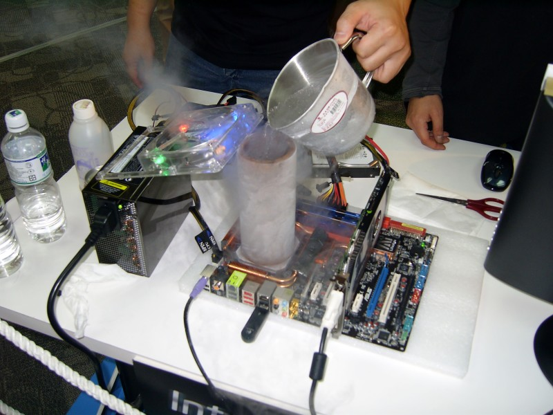2007TaipeiITMonth_IntelOCLiveTest_Overclocking