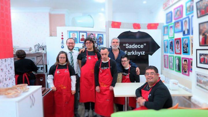 İzmir'de bulunan Down Cafe'nin çalışanları...