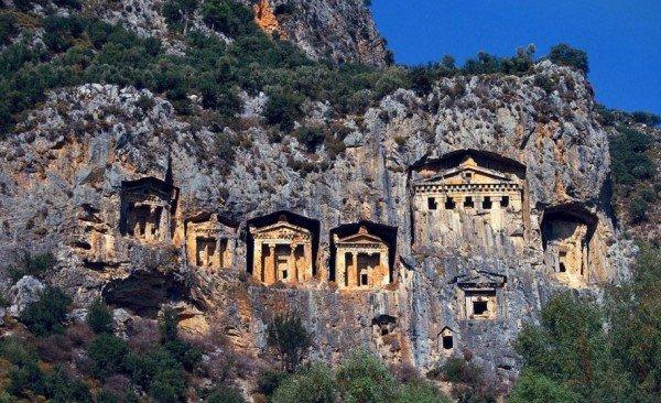 kral kaya mezarları amasya