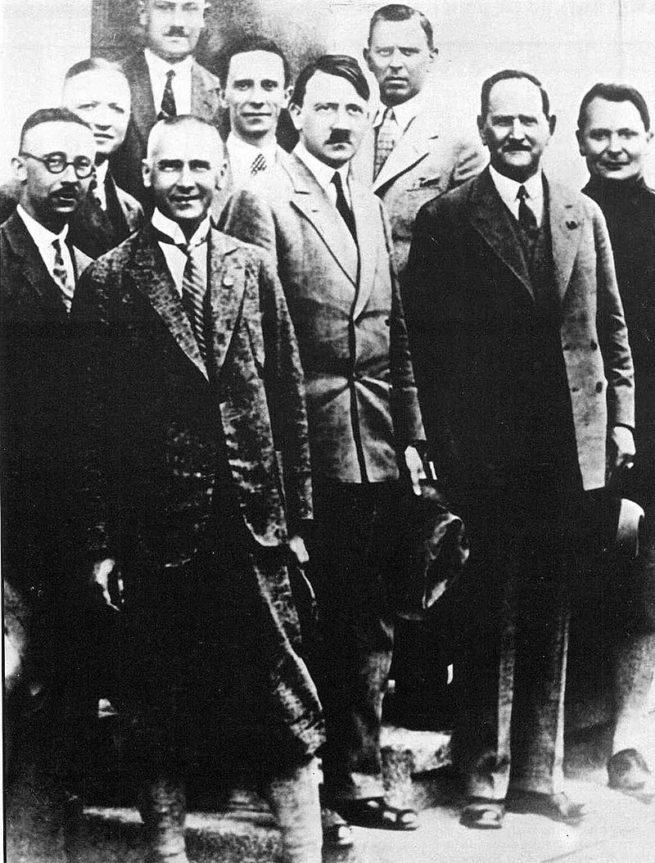 adolf hitler ve NSDAP yöneticileri